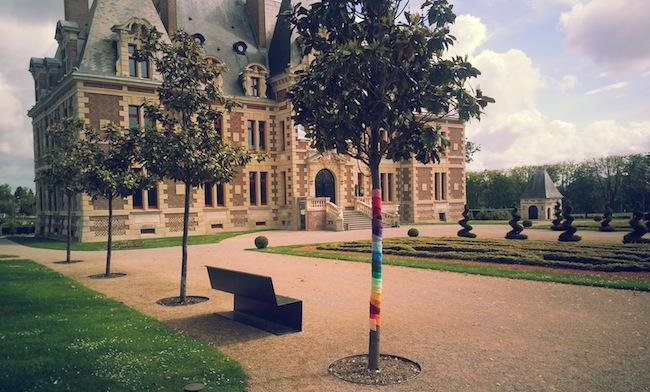 Au centre d'art contemporain: donner des couleurs au parc