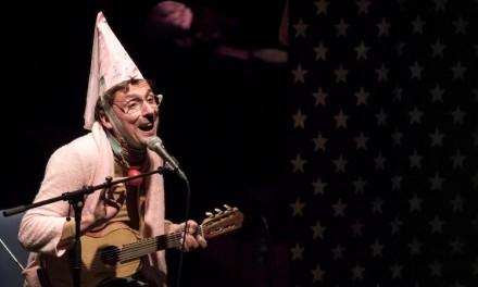 Spectacle au Trianon: Didier Super chante et joue