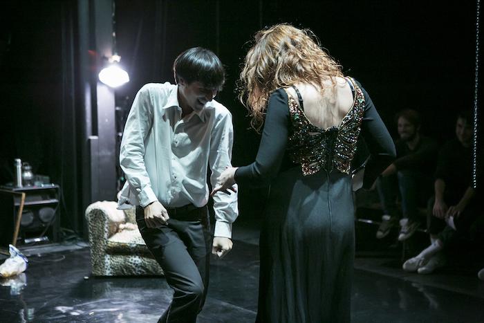 Théâtre au CDN : un couple se met en scène devant des témoins