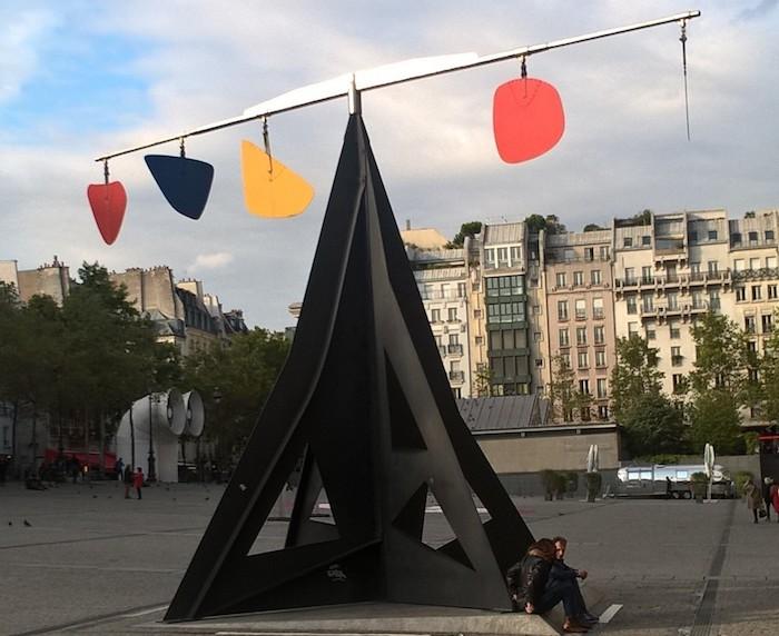 Une sculpture de Calder devant le musée des Beaux-Arts