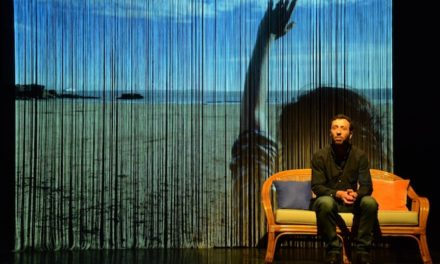 Théâtre au centre Voltaire : le témoin de deux vies