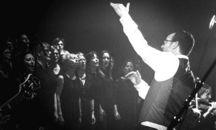 Concert : 40 choristes, un chanteur, 8 musiciens et les 24 000 hommes de la carrière Wellington