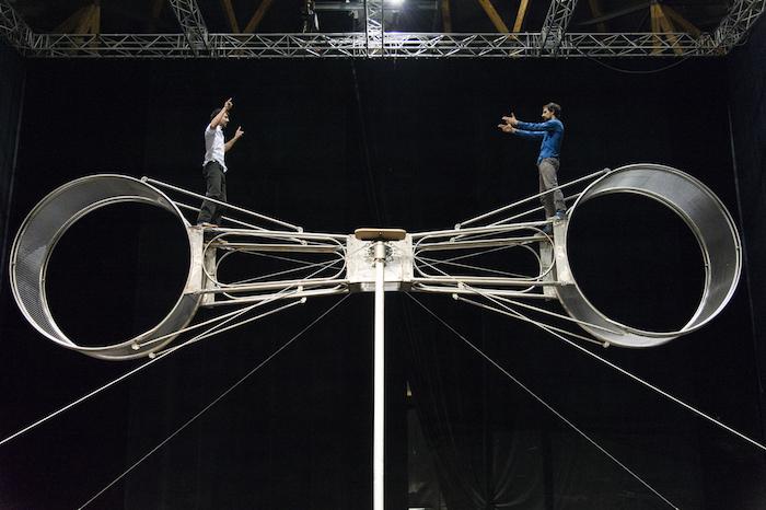 La Meute au cirque-théâtre : la roue de la mort «est l'essence de la vie»