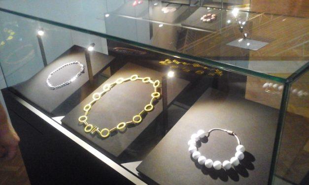 Elsa Triolet, écrivaine et créatrice de bijoux