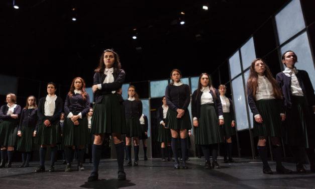 Un chœur de 20 voix féminines