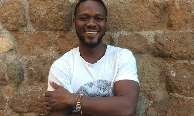 Elemawusi Agdedjidji raconte l'héritage d'une langue