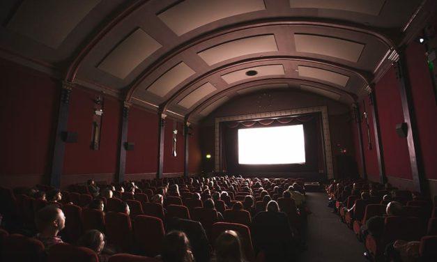 Les salles de cinéma rouvrent dans un climat d'incertitude