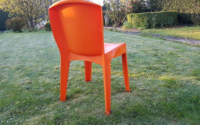 100 chaises pour briser le silence